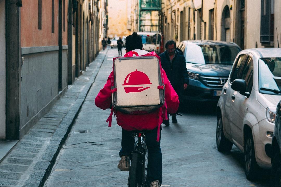 Mercado global de entrega de comida online deve alcançar 1,6 bi de usuários