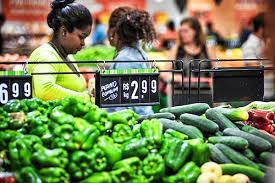 Pesquisa revela que 49% dos brasileiros cortaram gastos com alimentação